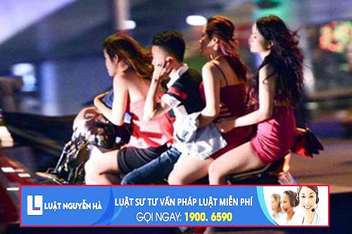 Xe ôm chở gái mại dâm có thể bị truy cứu trách nhiệm hình sự về Tội môi giới mại dâm